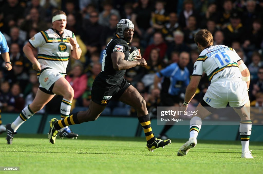 <a gi-track='captionPersonalityLinkClicked' href=/galleries/search?phrase=Serge+Betsen&family=editorial&specificpeople=239034 ng-click='$event.stopPropagation()'>Serge Betsen</a> of Wasps makes a break during the Guinness Premiership match between London Wasps and Northampton Saints at Adams Park on October 4, 2009 in High Wycombe, England.