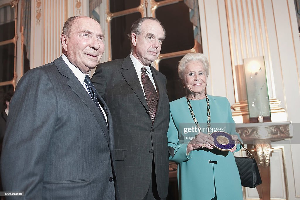 <a gi-track='captionPersonalityLinkClicked' href=/galleries/search?phrase=Serge+Dassault&family=editorial&specificpeople=780308 ng-click='$event.stopPropagation()'>Serge Dassault</a>, French Minister for Culture Frederic Mitterrand and Nicole Dassault are seend after being awarded at the Art Patrons Celebration at Ministere de la Culture on November 16, 2011 in Paris, France.