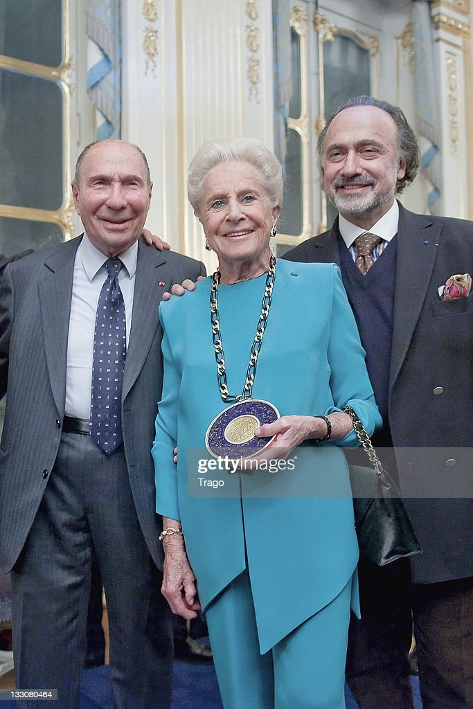 <a gi-track='captionPersonalityLinkClicked' href=/galleries/search?phrase=Serge+Dassault&family=editorial&specificpeople=780308 ng-click='$event.stopPropagation()'>Serge Dassault</a>, his wife Nicole Dassault and Olivier Dassault after being awarded at the Art Patrons Celebration at Ministere de la Culture on November 16, 2011 in Paris, France.