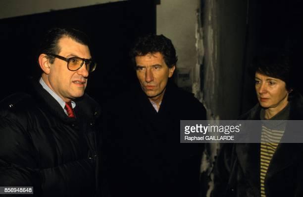 Serge July Jack Lang et Catherine Tasca apres l'attentat contre Liberation le 26 janvier 1991 a Paris France