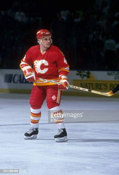 Sergei Makarov of the Calgary Flames skates on the ice during an NHL game against the New York Islanders circa 1990 at the Nassau Coliseum in...