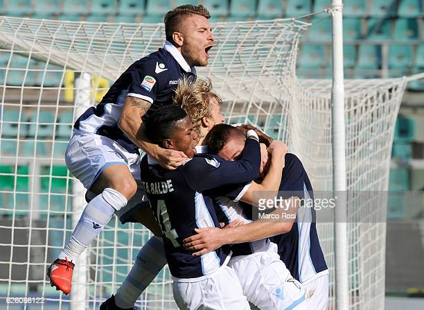 Sergej Milinkovic Savic and his team mates of SS Lazio celebrate after scoring the opening goal during the Serie A match betweenUS Citta di Palermo...