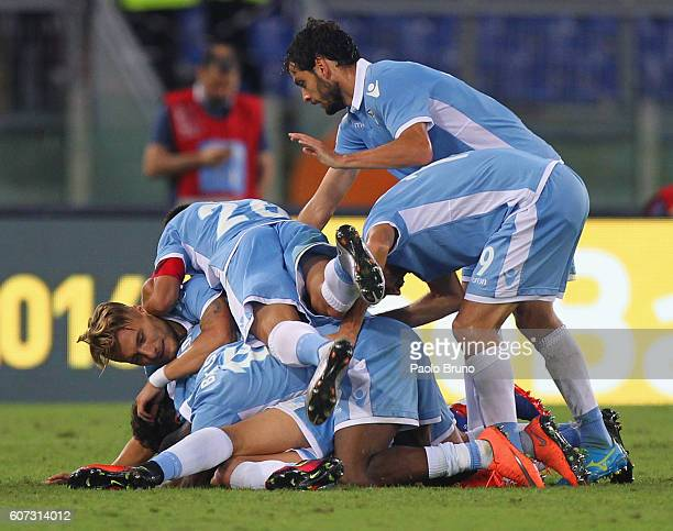 Sergej Milinkovic with his teammates of SS Lazio celebrates after scoring the opening goal during the Serie A match between SS Lazio and Pescara...