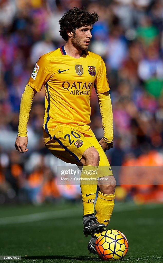 <a gi-track='captionPersonalityLinkClicked' href=/galleries/search?phrase=Sergi+Roberto&family=editorial&specificpeople=6518611 ng-click='$event.stopPropagation()'>Sergi Roberto</a> of Barcelona controls the ball during the La Liga match between Levante UD and FC Barcelona at Ciutat de Valencia on February 07, 2016 in Valencia, Spain.