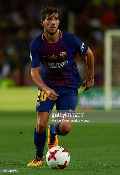 Sergi Roberto of Barcelona runs with the ball during the Supercopa de Espana Supercopa Final 1st Leg match between FC Barcelona and Real Madrid at...
