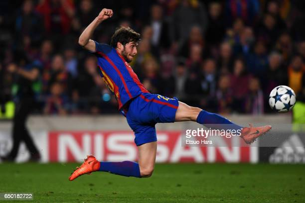 Sergi Roberto of Barcelona scores his side's sixth goal during the UEFA Champions League Round of 16 second leg match between FC Barcelona and Paris...
