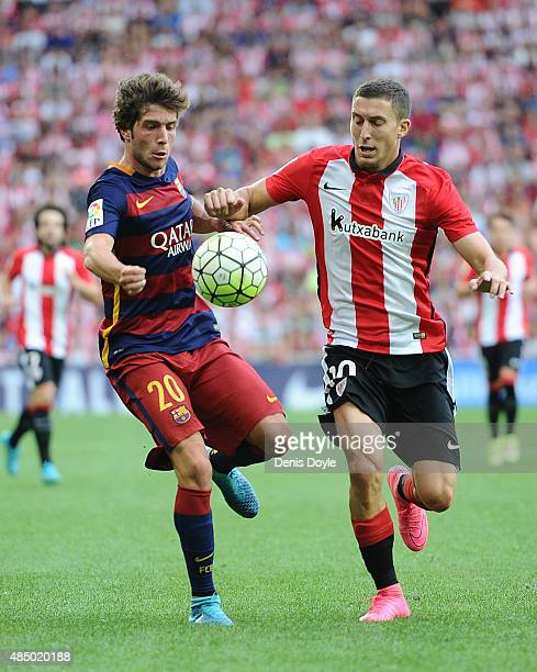 Sergi Roberto of FC Barcelona battles for the ball against Oscar de Marcos of Athletic Club during the La Liga match between Athletic Club and FC...