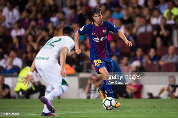 Sergi Roberto of FC Barcelona conducts the ball next to Emilio Zeballos of Chapecoense during the Joan Gamper Trophy match between FC Barcelona and...