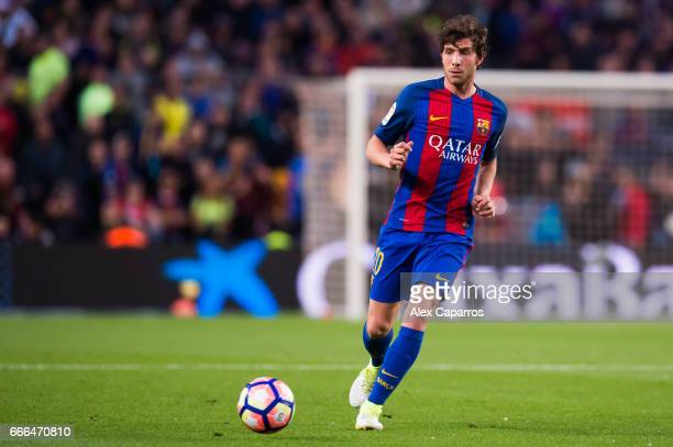 Sergi Roberto of FC Barcelona plays the ball during the La Liga match between FC Barcelona and Sevilla FC at Camp Nou stadium on April 5 2017 in...