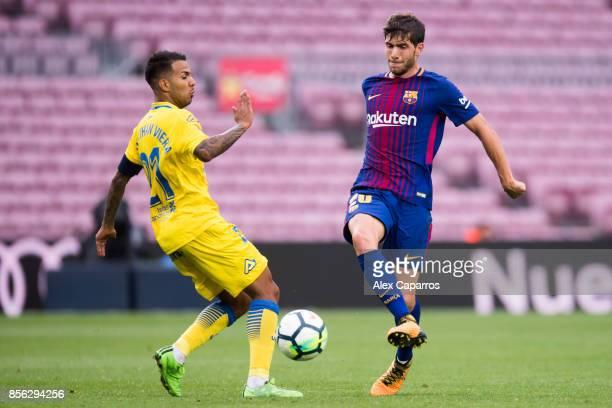 Sergi Roberto of FC Barcelona plays the ball past Jonathan Viera of UD Las Palmas during the La Liga match between Barcelona and Las Palmas at Camp...