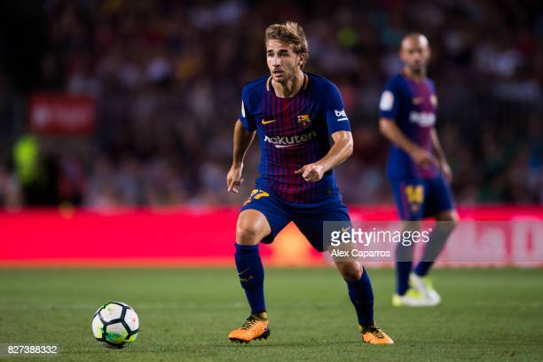 Sergi Samper of FC Barcelona conducts the ball during the Joan Gamper Trophy match between FC Barcelona and Chapecoense at Camp Nou stadium on August...