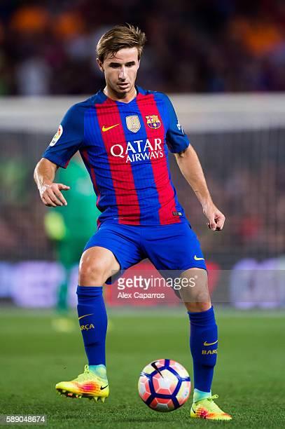 Sergi Samper of FC Barcelona controls the ball during the Joan Gamper trophy match between FC Barcelona and UC Sampdoria at Camp Nou on August 10...