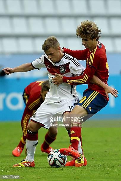 Sergi Samper of Spain challenges Max Meyer of Germany during the UEFA Under 19 Elite Round match between U19 Spain and U19 Germany at Estadio...