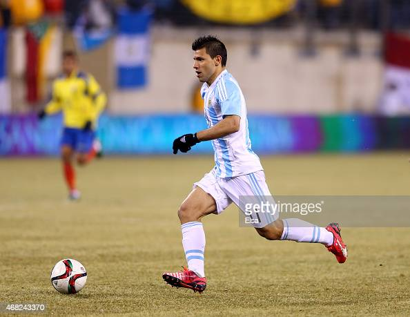 Sergio Aguero of Argentina heads for the net in the second half against Equador during a friendly match at MetLife Stadium on March 31 2015 in East...
