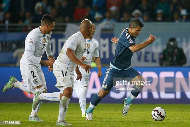 Sergio Aguero of Argentina runs with the ball followeb by Jose Maria Gimenez Egidio Arevalo and Carlos Sanchez of Uruguay during the 2015 Copa...