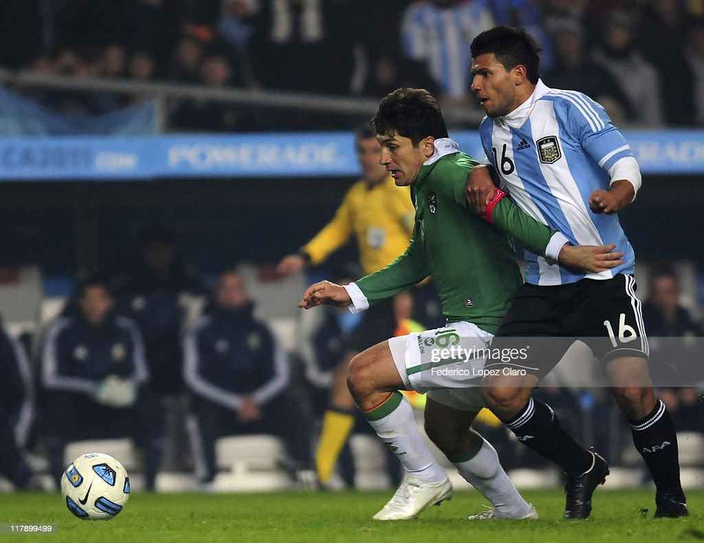 <a gi-track='captionPersonalityLinkClicked' href=/galleries/search?phrase=Sergio+Aguero&family=editorial&specificpeople=1100704 ng-click='$event.stopPropagation()'>Sergio Aguero</a> (L) of Argentina struggle for the ball with <a gi-track='captionPersonalityLinkClicked' href=/galleries/search?phrase=Ronald+Raldes&family=editorial&specificpeople=771201 ng-click='$event.stopPropagation()'>Ronald Raldes</a> (R) of Bolivia during a 2011 Copa America soccer match between Argentina and Bolivia, group A on July 1, 2011 in La Plata, Argentina.