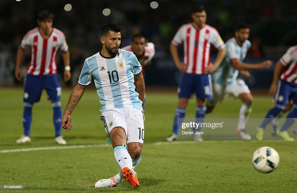 Sergio Aguero of Argentina takes a penalty kick to fail during a match between Argentina and Paraguay as part of FIFA 2018 World Cup Qualifiers at Mario Alberto Kempes Stadium on October 11, 2016 in Cordoba, Argentina.