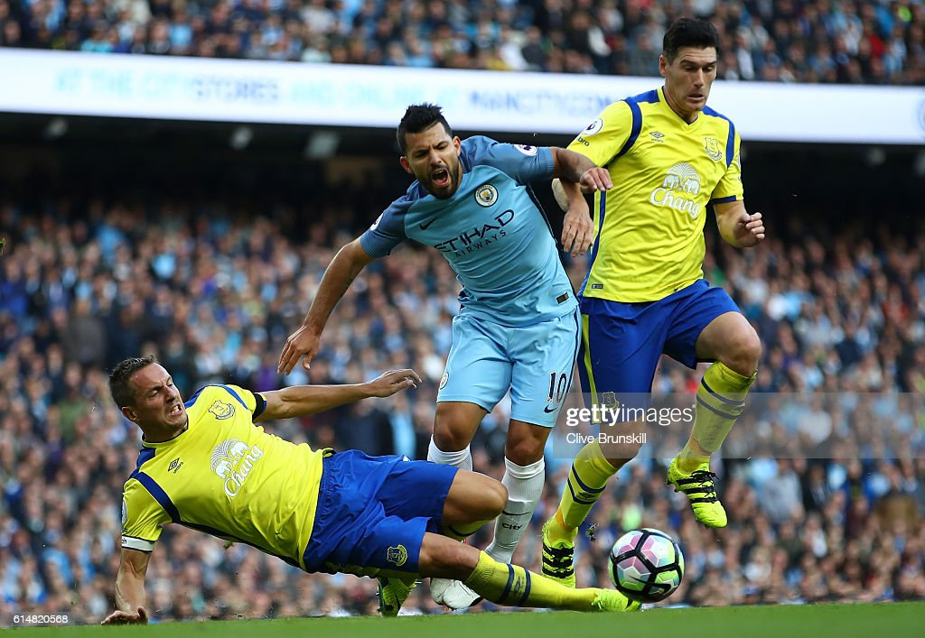 Sergio Aguero of Manchester City (C) is fouled in the box by Phil Jagielka of Everton (L) during the Premier League match between Manchester City and Everton at Etihad Stadium on October 15, 2016 in Manchester, England.