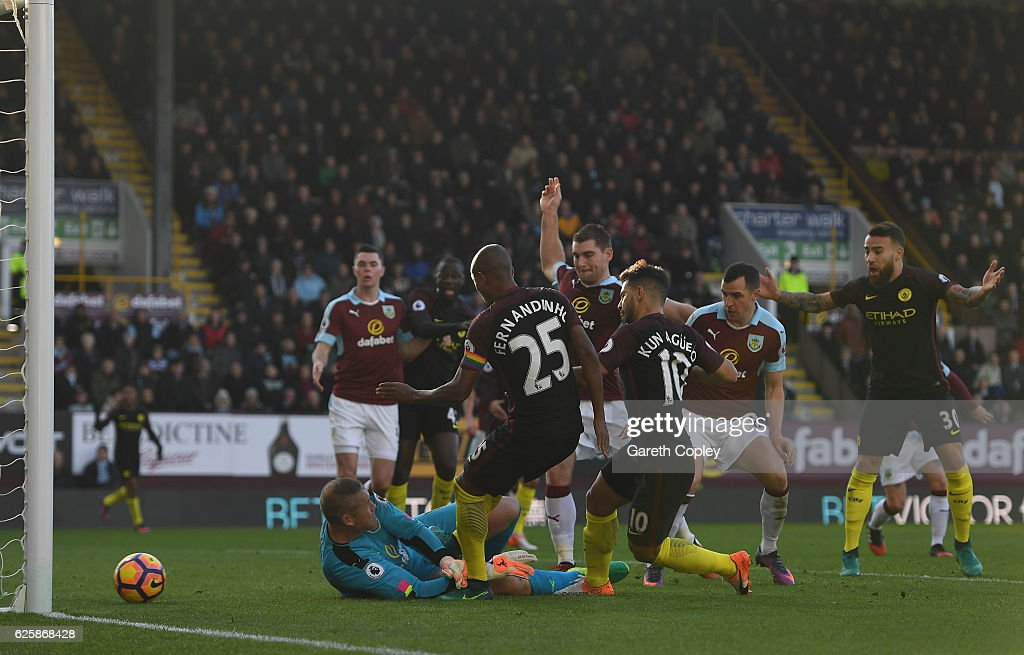 Sergio Aguero (3rd R) of Manchester City scores his team's first goal during the Premier League match between Burnley and Manchester City at Turf Moor on November 26, 2016 in Burnley, England.