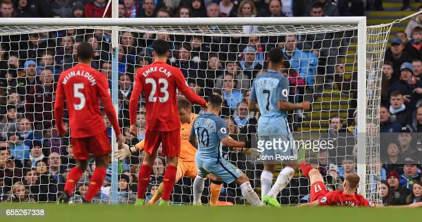 Sergio Aguero of Manchester City scores Man City Equiliser during the Premier League match between Manchester City and Liverpool at Etihad Stadium on...