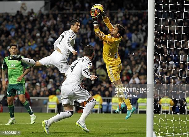 Sergio Alvarez of Celta de Vigo makes a save under pressure from Sergio Ramos and Cristiano Ronaldo of Real Madrid during the La Liga match between...
