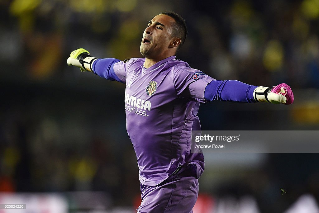 Sergio Asenjo of Villarreal celebrates as the goal goes in during the UEFA Europa League Semi Final: First Leg match between Villarreal CF and Liverpool on April 28, 2016 in Villarreal, Spain.