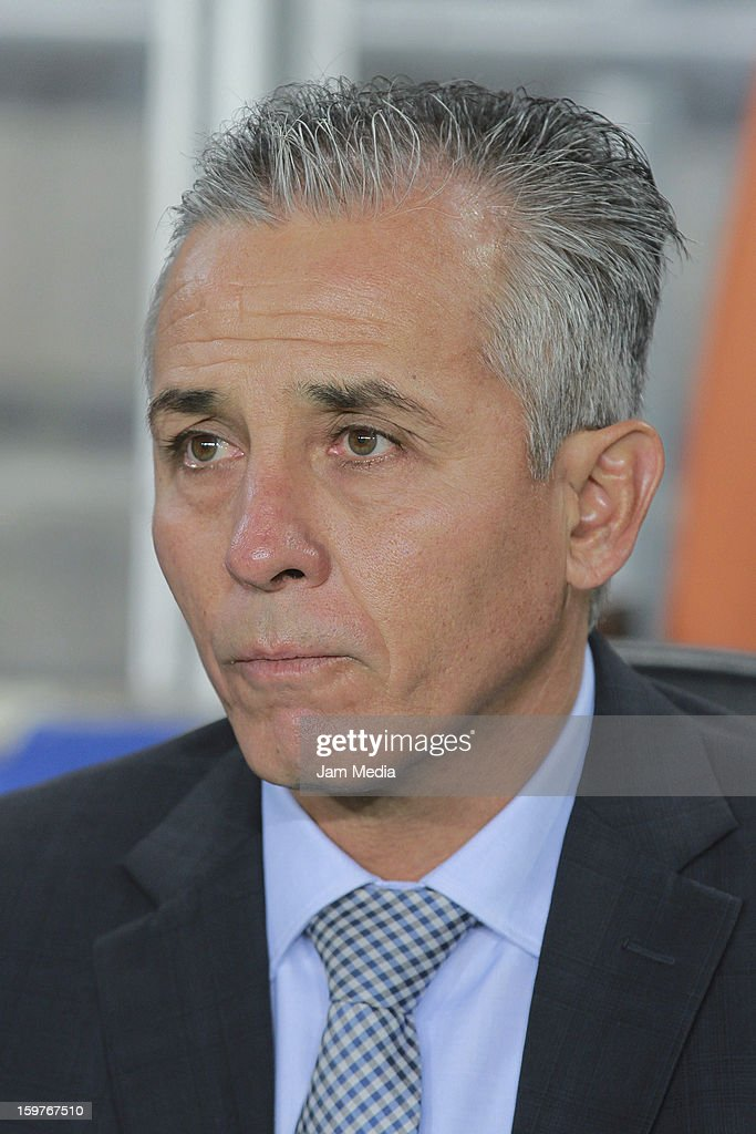 Sergio Bueno head coach of Queretaro looks on during a match between Pachuca and Queretaro as part of the Clausura 2013 Liga MX at Hidalgo Stadium on January 19, 2013 in Pachuca, Mexico.