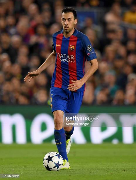 Sergio Busquets of Barcelona controls the ball during the UEFA Champions League Quarter Final second leg match between FC Barcelona and Juventus at...