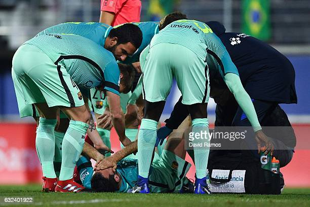 Sergio Busquets of FC Barcelona reacts on the pitch after being injured during the La Liga match between SD Eibar and FC Barcelona at Ipurua stadium...