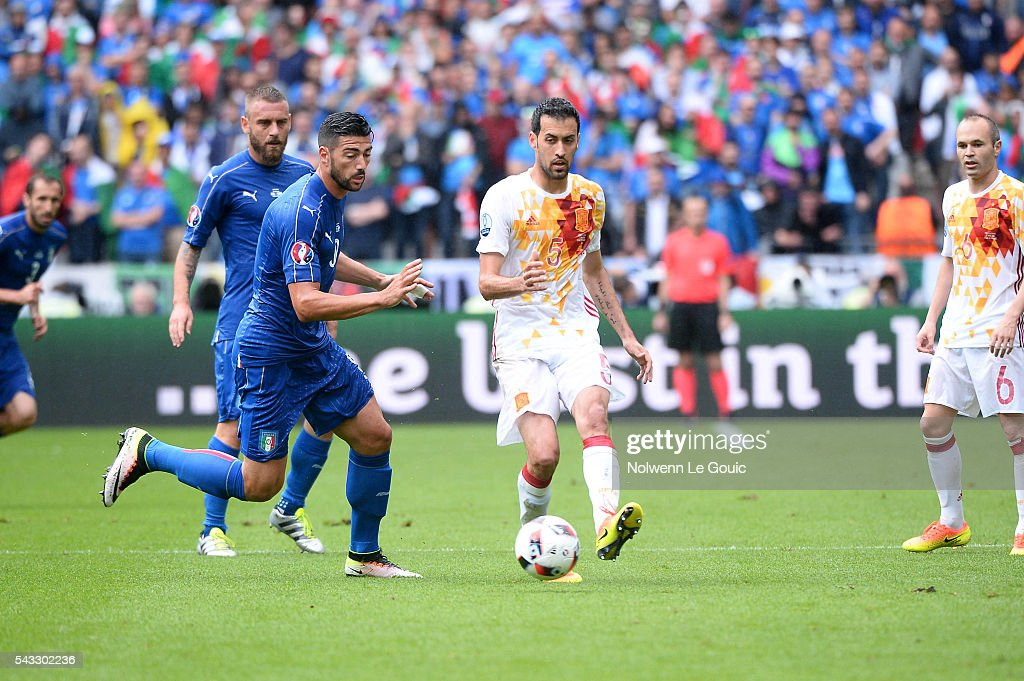 Sergio Busquets of Spain during the European Championship match Round of 16 between Italy and Spain at Stade de France on June 27, 2016 in Paris, France.