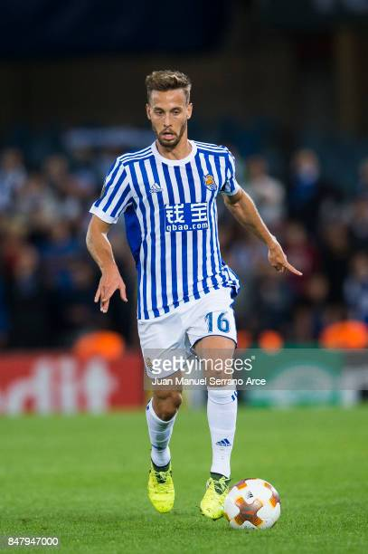 Sergio Canales of Real Sociedad controls the ball during the UEFA Europa League group L match between Real Sociedad and Rosenborg BK at Estadio...