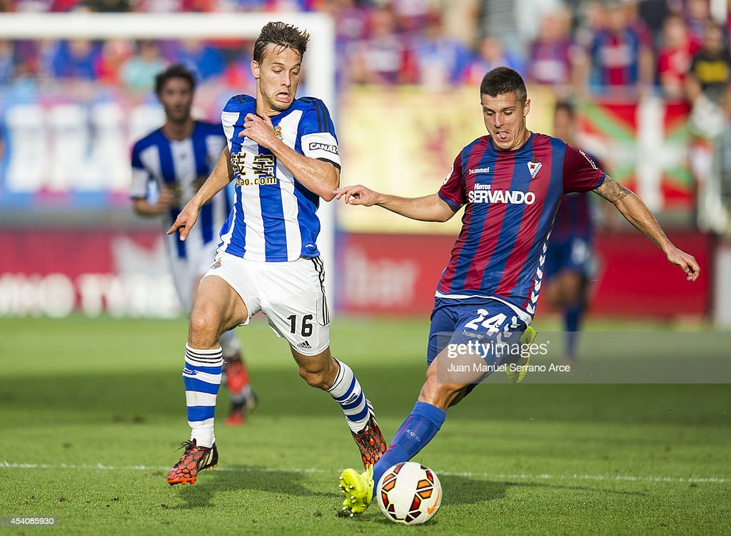 <a gi-track='captionPersonalityLinkClicked' href=/galleries/search?phrase=Sergio+Canales&family=editorial&specificpeople=5700226 ng-click='$event.stopPropagation()'>Sergio Canales</a> of Real Sociedad duels for the ball with Abraham MInero of SD Eibar during the La Liga match between SD Eibar and Real Sociedad at Ipurua Municipal Stadium on August 24, 2014 in Eibar, Spain.
