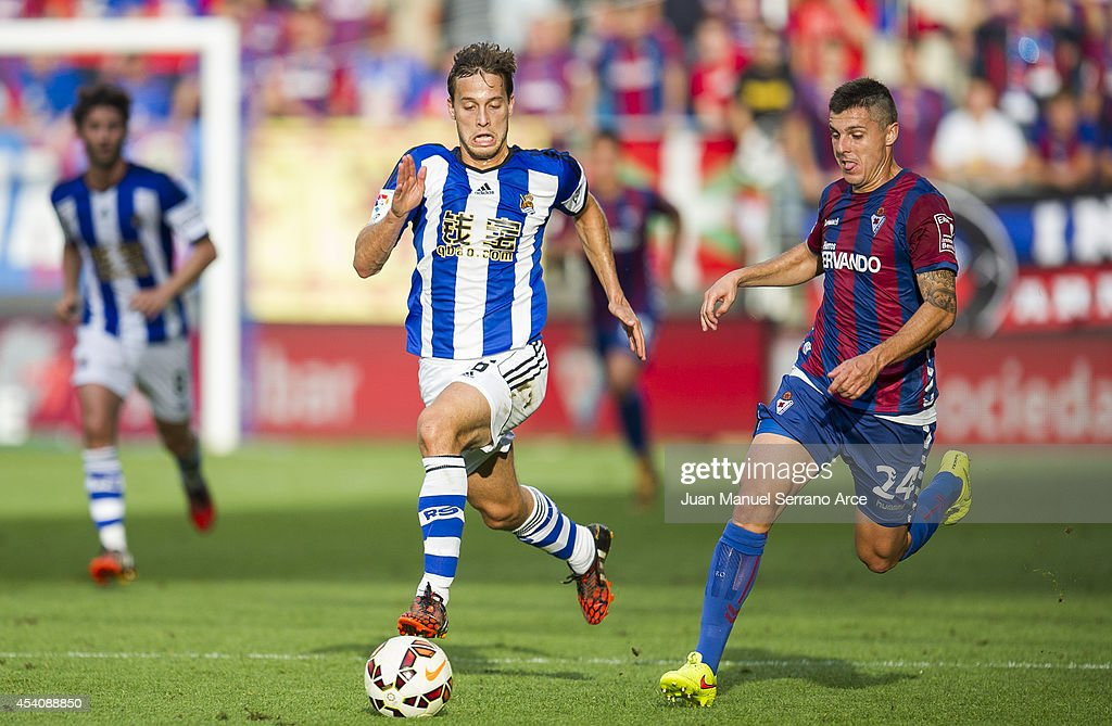 <a gi-track='captionPersonalityLinkClicked' href=/galleries/search?phrase=Sergio+Canales&family=editorial&specificpeople=5700226 ng-click='$event.stopPropagation()'>Sergio Canales</a> of Real Sociedad duels for the ball withAbraham MInero of SD Eibar during the La Liga match between SD Eibar and Real Sociedad at Ipurua Municipal Stadium on August 24, 2014 in Eibar, Spain.