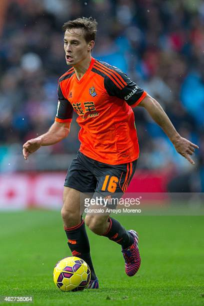 Sergio Canales Real Sociedad de Futbol controls the ball during the La Liga match between Real Madrid CF and Real Sociedad de Futbol at Estadio...
