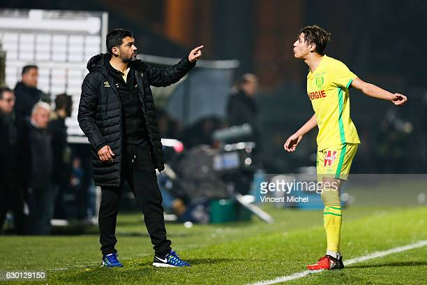 Sergio Conceicao headcoach of Nantes and Amine Harit of Nantes during the French Ligue 1 match between Angers and Nantes on December 16 2016 in...