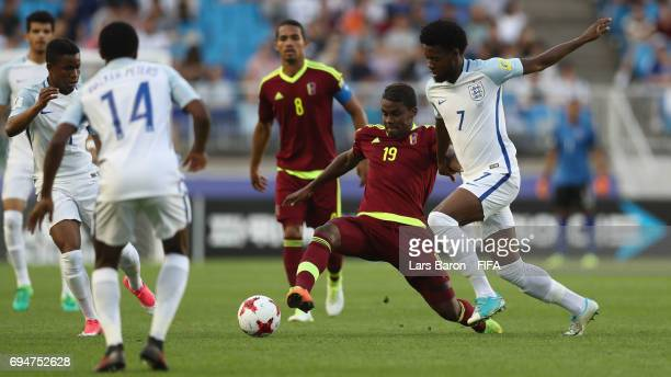 Sergio Cordova of Venezuela and Josh Onomah of England battle for the ball during the FIFA U20 World Cup Korea Republic 2017 Final between Venezuela...