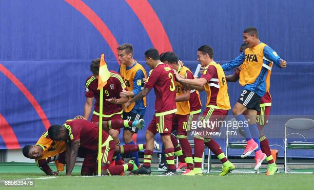 Sergio Cordova of Venezuela celebrates his goal with team mates during the FIFA U20 World Cup Korea Republic 2017 group B match between Venezuela and...