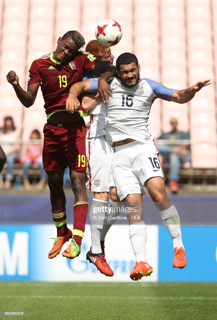 Sergio Cordova of Venezuela, Justen Glad and Cameron Carter-Vickers of the USA compete for the ball during the FIFA U-20 World Cup Korea Republic 2017 Quarter Final match between Venezuela and the USA at Jeonju World Cup Stadium on June 4, 2017 in Jeonju, South Korea.