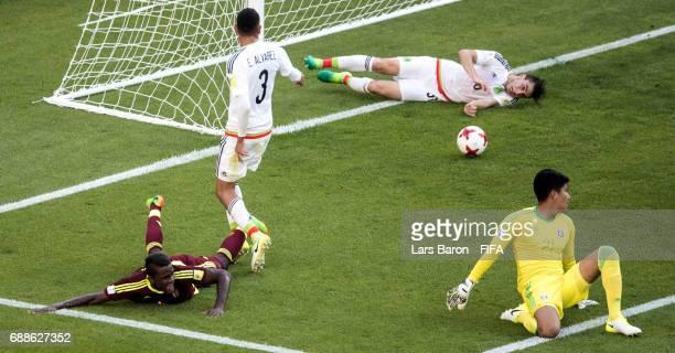 Sergio Cordova of Venezuela scores his teams first goal during the FIFA U20 World Cup Korea Republic 2017 group B match between Mexico and Venezuela...
