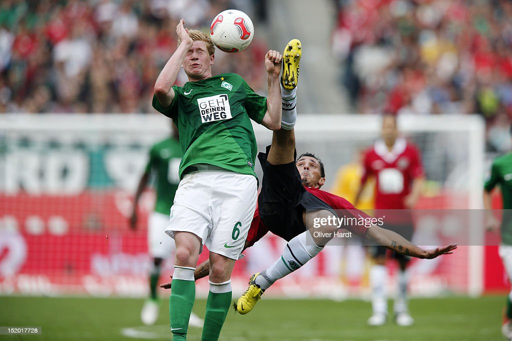 Sergio Da Silva Pinto (R) of Hannover and <a gi-track='captionPersonalityLinkClicked' href=/galleries/search?phrase=Kevin+De+Bruyne&family=editorial&specificpeople=6165471 ng-click='$event.stopPropagation()'>Kevin De Bruyne</a> (L) of Bremen battle for the ball during the Bundesliga match between Hannover 96 and Werder Bremen at AWD Arena on September 15, 2012 in Hannover, Germany.