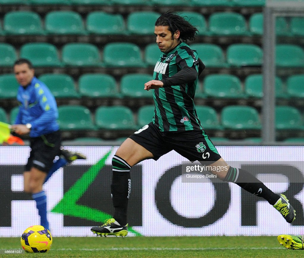 <a gi-track='captionPersonalityLinkClicked' href=/galleries/search?phrase=Sergio+Floccari&family=editorial&specificpeople=675401 ng-click='$event.stopPropagation()'>Sergio Floccari</a> of Sassuolo in action during the Serie A match between US Sassuolo Calcio and Hellas Verona FC on February 2, 2014 in Sassuolo, Italy.