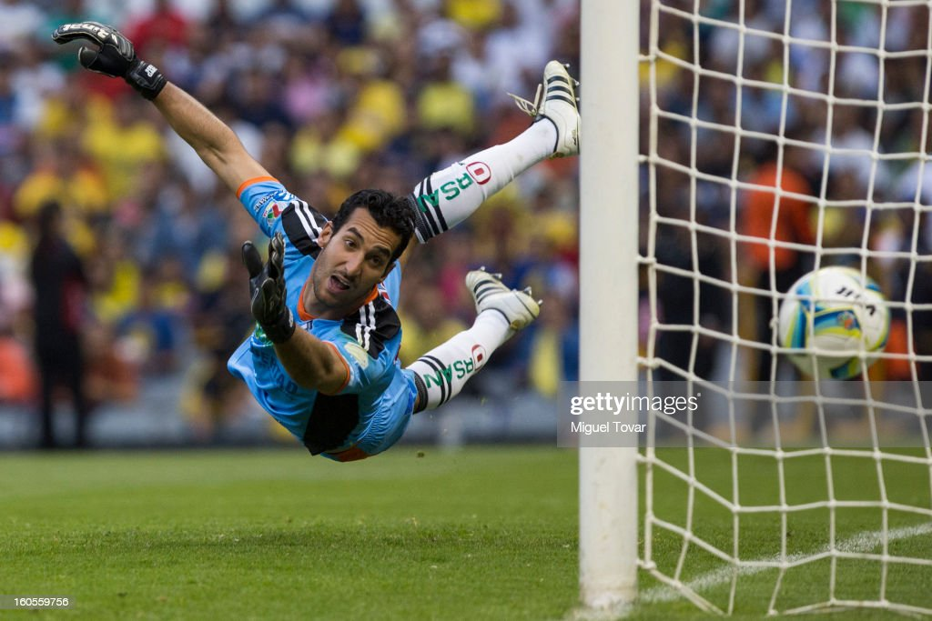 Sergio Garcia goalkeeper of Queretaro receives a goal of Raul Jimenez (not in frame) of America during a Clausura 2013 Liga MX match at Azteca Stadium on February 02, 2013 in Mexico City, Mexico.