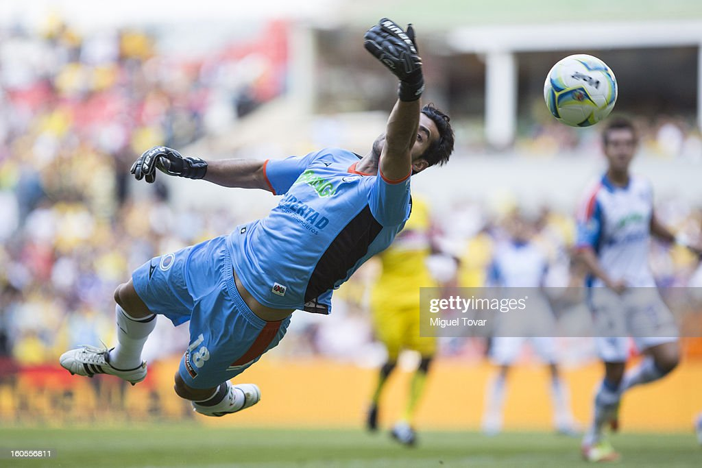 Sergio Garcia goalkeper of Queretaro jmakes a save during a Clausura 2013 Liga MX match against America at Azteca Stadium on February 02, 2013 in Mexico City, Mexico.