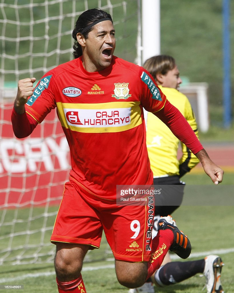 Sergio Ibarra of Sport Huancayo celebrates a goal during a match between Sport Huancayo and Sporting Cristal as part of The Torneo Descentralizado 2013 at the Huancayo Stadium on February 18, 2013 in Huancayo, Peru