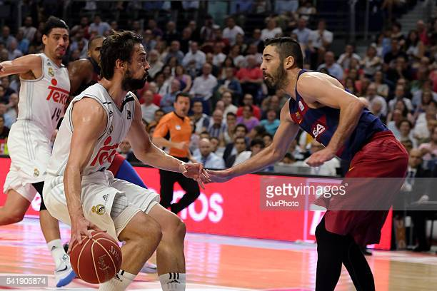 sergio llull of Real Madrid vies with navarro during the play off round 3 match between FC Barcelona Lassa and Real Madrid at Barclaycard Center in...