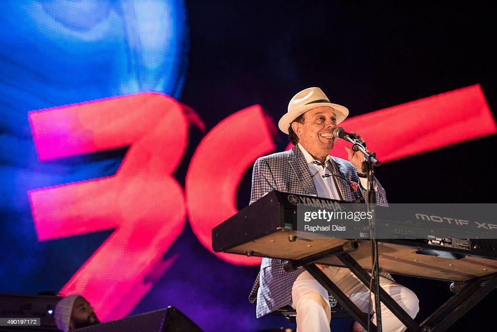 Sergio Mendes performs at 2015 Rock in Rio on September 26, 2015 in Rio de Janeiro, Brazil.