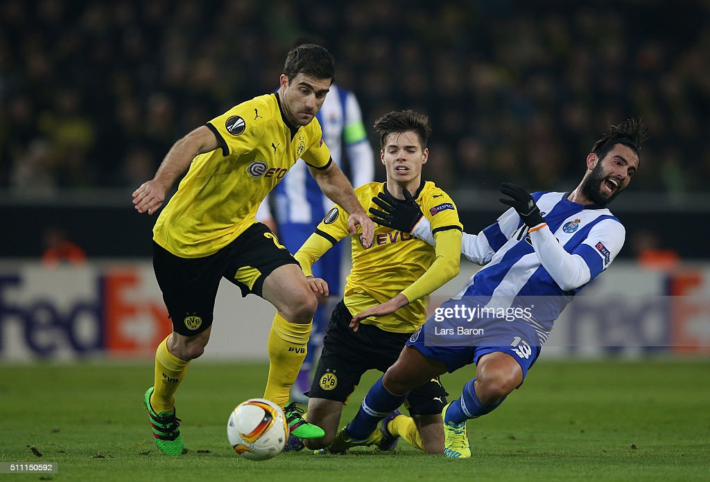 Sergio Oliveira (R) of FC Porto competes for the ball against <a gi-track='captionPersonalityLinkClicked' href=/galleries/search?phrase=Sokratis+Papastathopoulos&family=editorial&specificpeople=4426771 ng-click='$event.stopPropagation()'>Sokratis Papastathopoulos</a> (L) and Julian Weigl (C) of Borussia Dortmund during the UEFA Europa League round of 32 first leg match between Borussia Dortmund and FC Porto at Signal Iduna Park on February 18, 2016 in Dortmund, Germany.