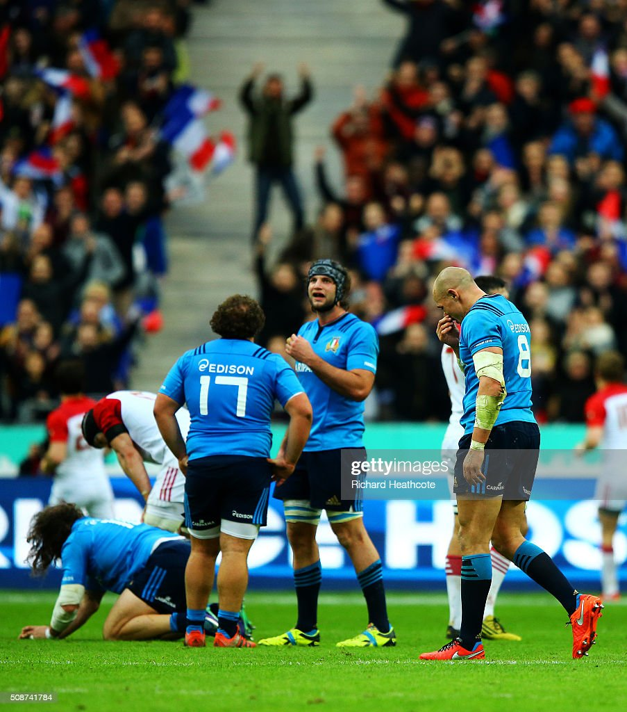 <a gi-track='captionPersonalityLinkClicked' href=/galleries/search?phrase=Sergio+Parisse&family=editorial&specificpeople=648570 ng-click='$event.stopPropagation()'>Sergio Parisse</a> of Italy and his team-mates show their dejection after the RBS Six Nations match between France and Italy at Stade de France on February 6, 2016 in Paris, France.