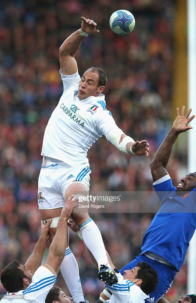 <a gi-track='captionPersonalityLinkClicked' href=/galleries/search?phrase=Sergio+Parisse&family=editorial&specificpeople=648570 ng-click='$event.stopPropagation()'>Sergio Parisse</a> of Italy catches the ball during the RBS Six Nations match between Italy and France at Stadio Olimpico on February 3, 2013 in Rome, Italy.
