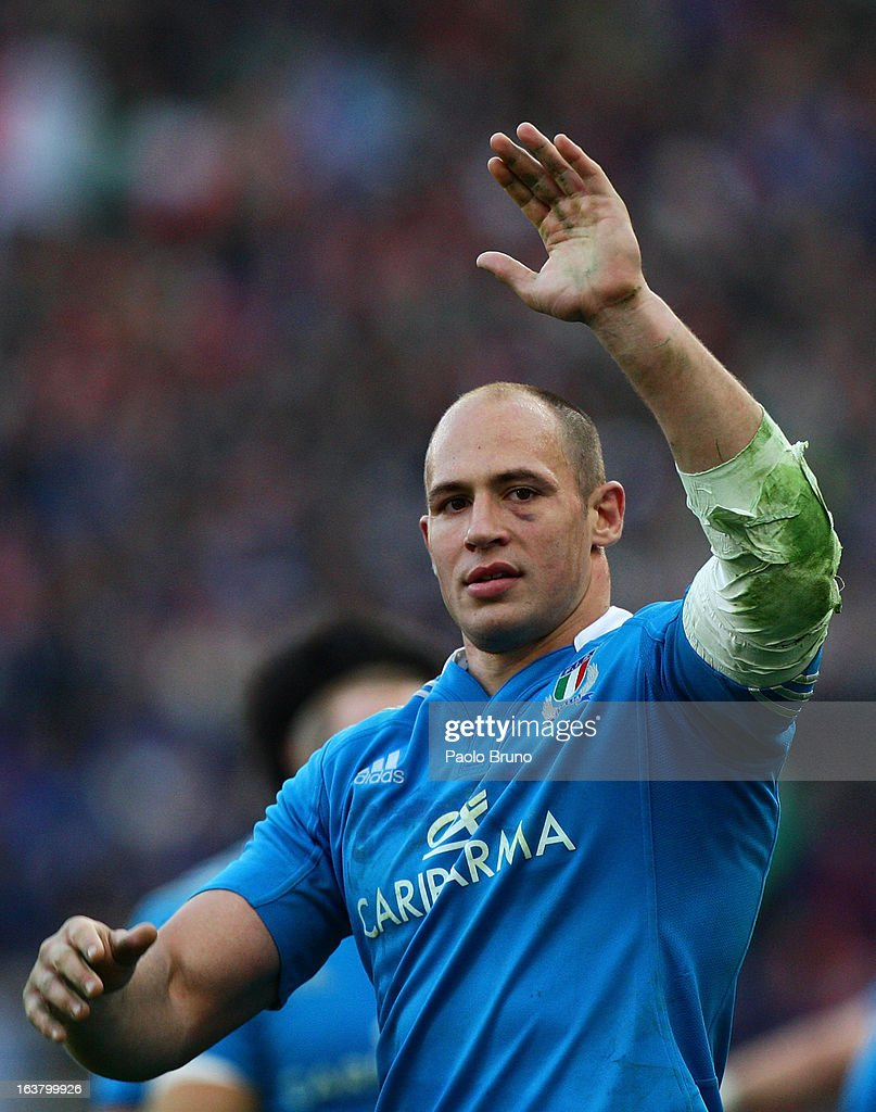 <a gi-track='captionPersonalityLinkClicked' href=/galleries/search?phrase=Sergio+Parisse&family=editorial&specificpeople=648570 ng-click='$event.stopPropagation()'>Sergio Parisse</a> of Italy celebrates his team's victory at the end of the RBS Six Nations match between Italy and Ireland at Stadio Olimpico on March 16, 2013 in Rome, Italy.